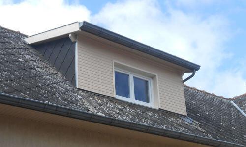 Bardage bois d'un ensemble châssis fenêtre