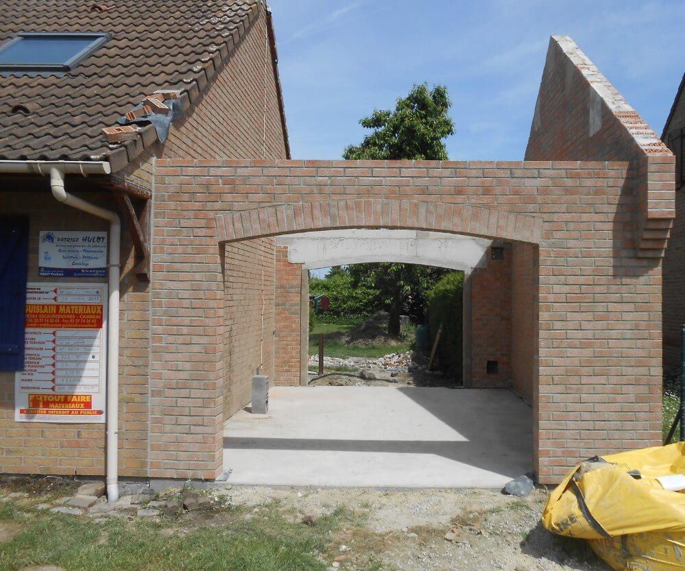 Extension, création d'un garage, murs charpente et toiture.